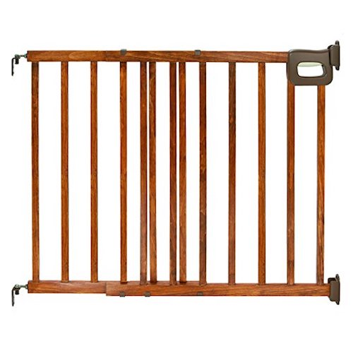 3. Summer Infant Deluxe Stairway Wood Gate