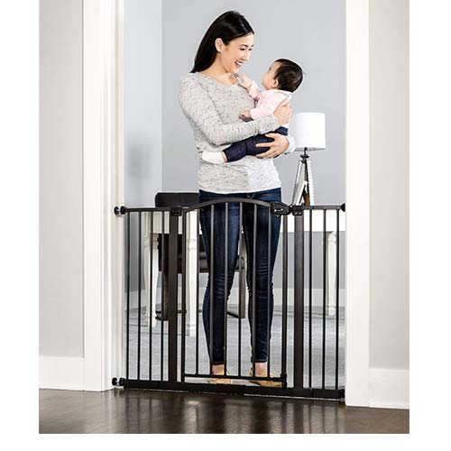 9. Regalo Easy Step Arched Décor Walk Thru Baby Gate